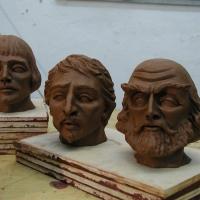 Retablo sculpted heads